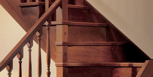 Detalle huella y contrahuella escalera de madera