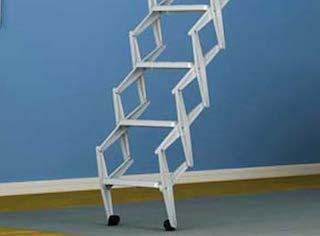 Escalera escamoteable de acero