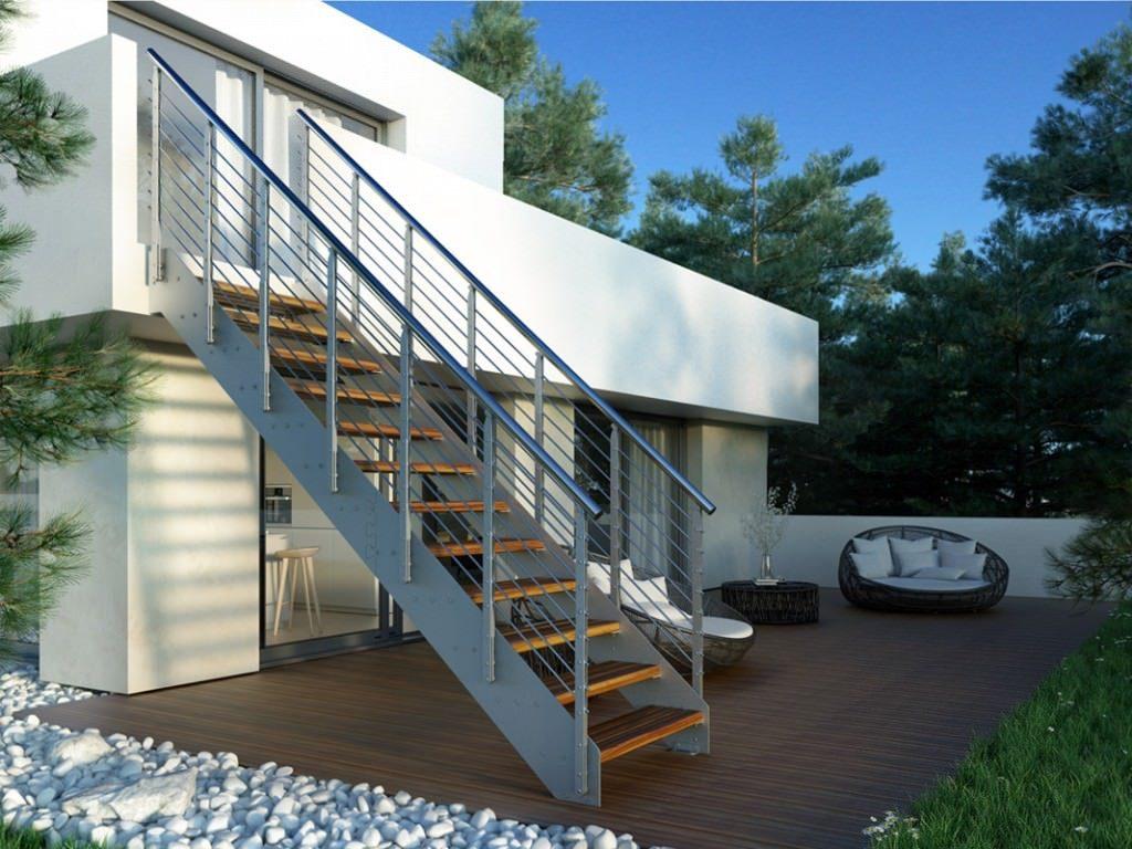 Escalera recta para exterior con peldaños de madera