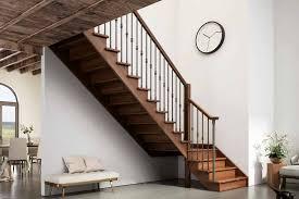 Escalera clásica de madera con giro 90º