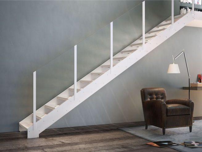 Escalera recta de acero con doble zanca