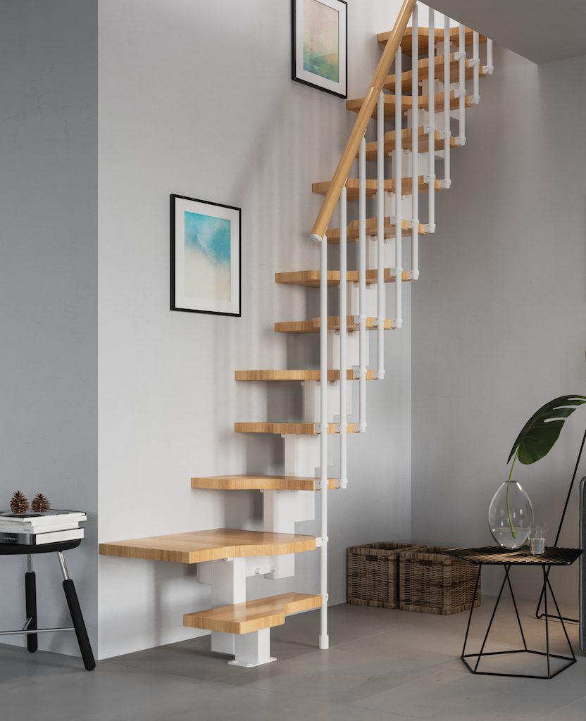 Escalera para espacios reducidos con giro de madera natural