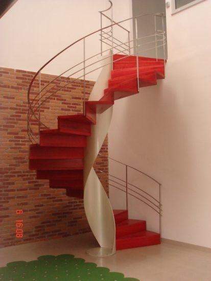 escalera moderna helicoidal de madera
