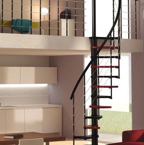 Escalera de madera bicolor y brandilla de acero para espacios reducidos