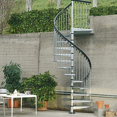 Escalera metálica de acceso a jardín para exteriores