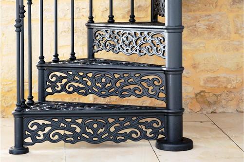 Escalera con huella y contrahuella de hierro forjado