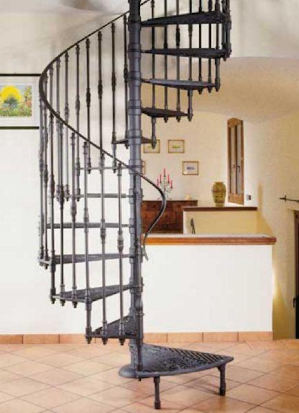 escalera de caracol metálica de forja estilo clásico