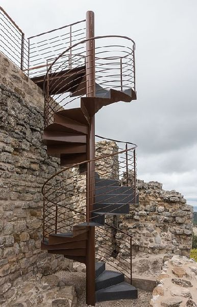 Escalera de caracol metálica a medida para exteriores