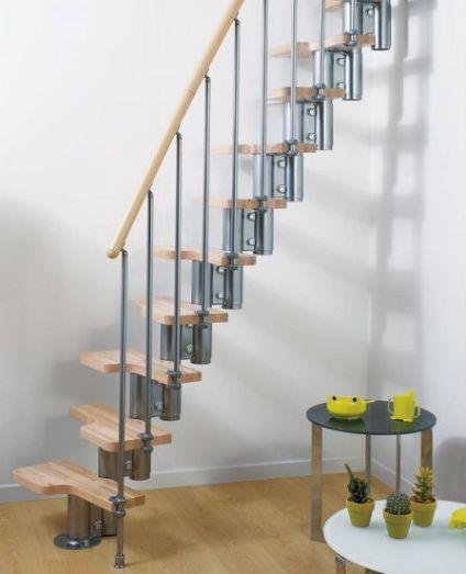 Escalera de acero y madera para espacios pequeños