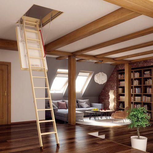 Escalera plegable de madera clara